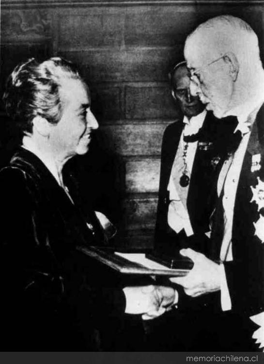 Gabriela Mistral, 1945